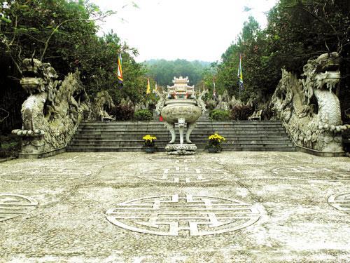 685-kham-pha-den-huyen-tran-cong-chua3